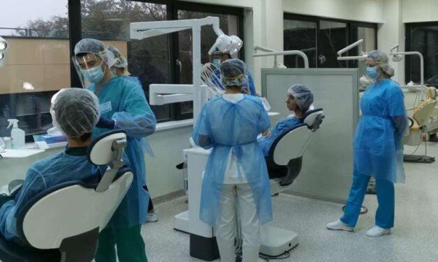 Târgu Mureş: Cea mai modernă bază românească de învăţământ stomatologic, furnizor de servicii medicale decontate de CAS