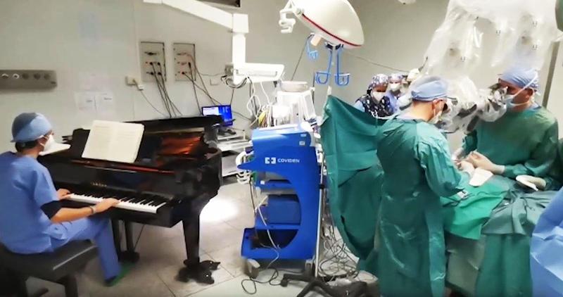 Muzica ar putea contribui la recuperarea mai rapidă a pacienţilor după o intervenţie chirurgicală (studiu)