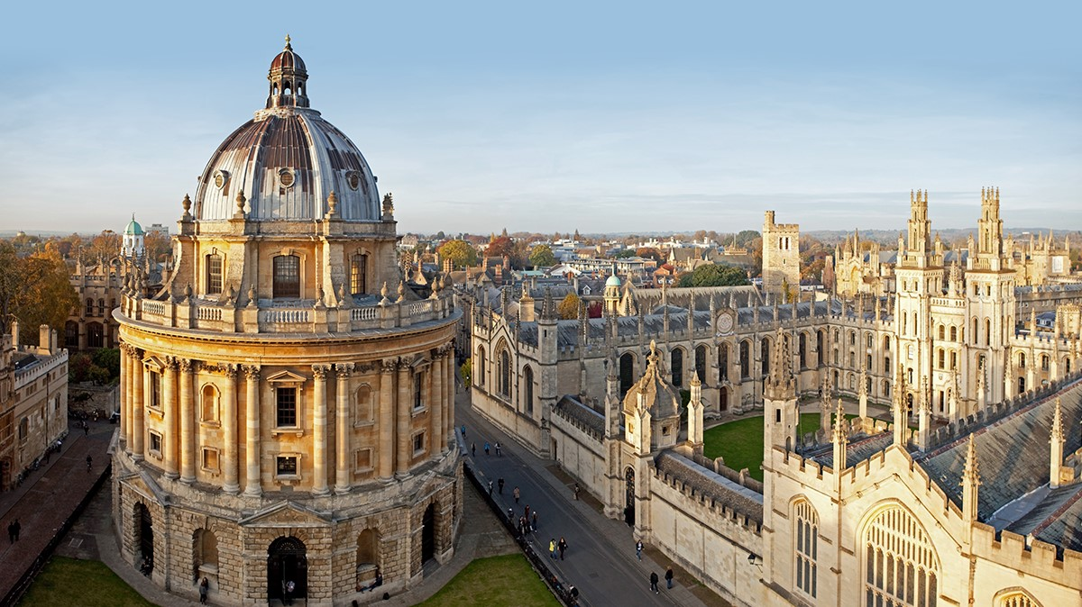 Universitatea Oxford produce deja vaccinuri împotriva COVID-19 pentru a le comercializa în decembrie, după testare