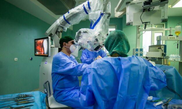 Tumoră extrem de rară, extirpată de medicii de la Spitalul de Neurochirurgie Iaşi, la o pacientă de 12 ani