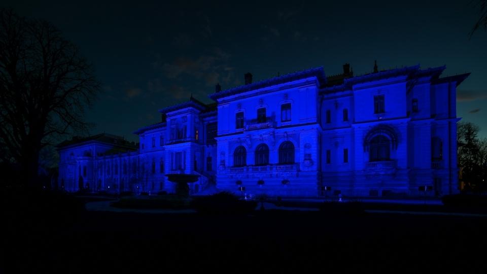 Palatul Cotroceni, iluminat în albastru, cu ocazia Zilei Internaţionale de Conştientizare a Autismului