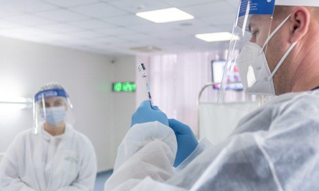 Zilnic, sute de ieșeni și angajați Antibiotice Iași se vor vaccina în cadrul Centrului de vaccinare a+