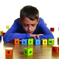 Asociatia Help Autism susține o campanie de informare dedicată depistării precoce a simptomelor autismului
