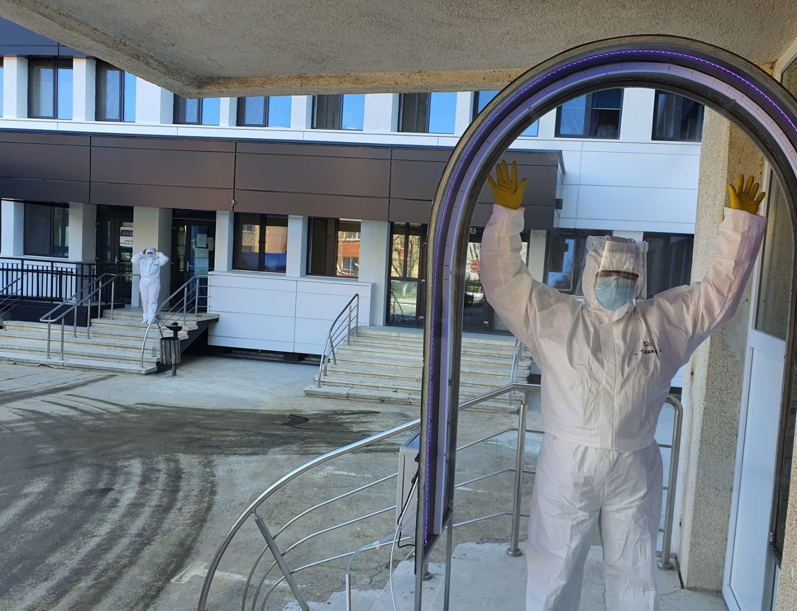 Doua tuneluri de dezinfectie montate la spitalul din Buhusi