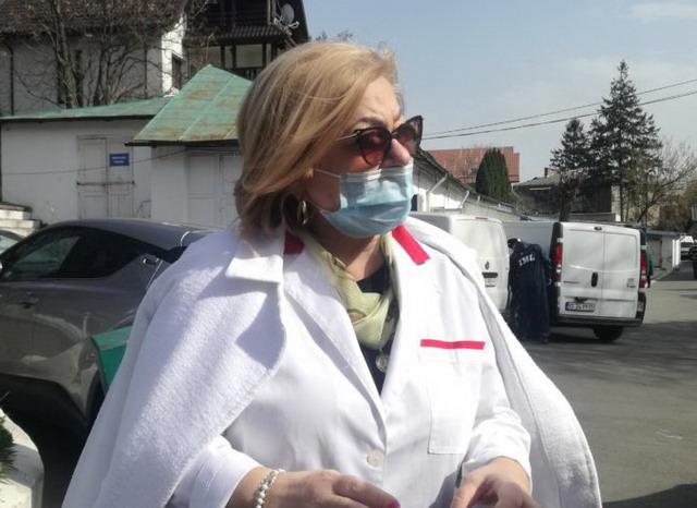 Asistentele medicale din Bacău vindecate de COVID-19 au mulţumit, la externare, personalului de la Spitalul de Boli Infecţioase Iaşi