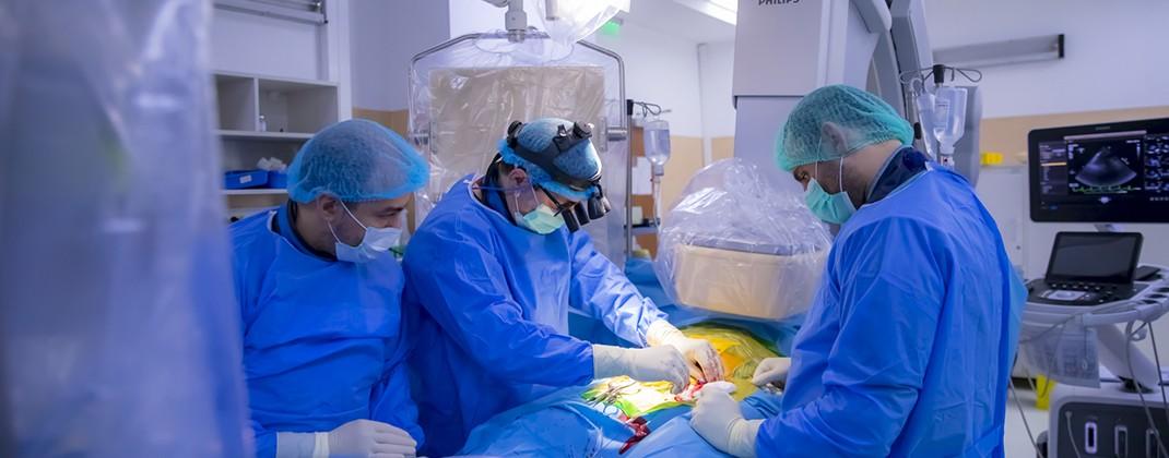 SUUMC: Intervenţie de implantare de stent aortic la un pacient diagnosticat cu coarctaţie de aortă