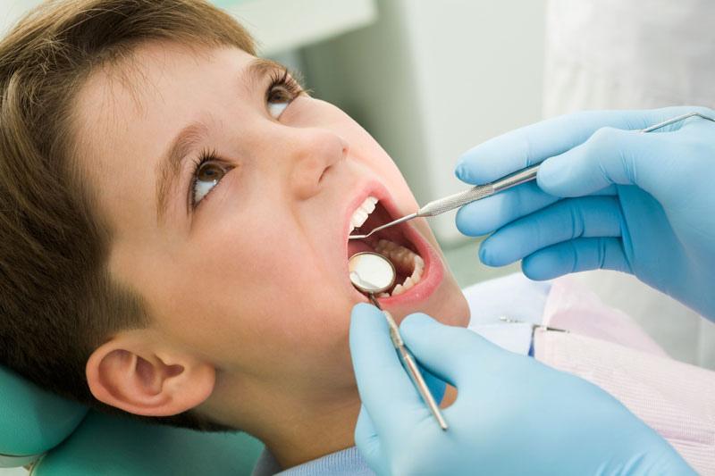 Aproximativ 50% dintre copiii care merg la dentist se prezintă cu urgențe dentare