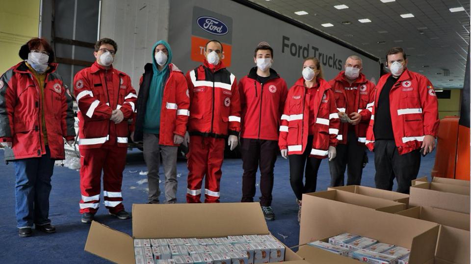 Crucea Roşie Română a achiziţionat un milion de măşti sanitare pe care le-a distribuit mai multor instituţii