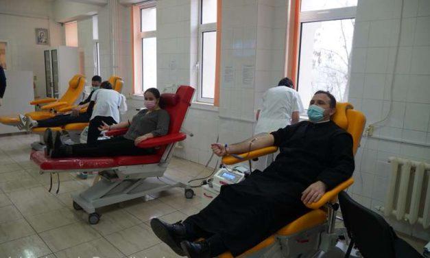 Galaţi: 55 de voluntari din Tecuci au donat sânge, la iniţiativa Arhiepiscopiei Dunării de Jos
