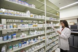 Industria farmaceutică din România, afectată semnificativ de pandemie pentru a doua lună la rând
