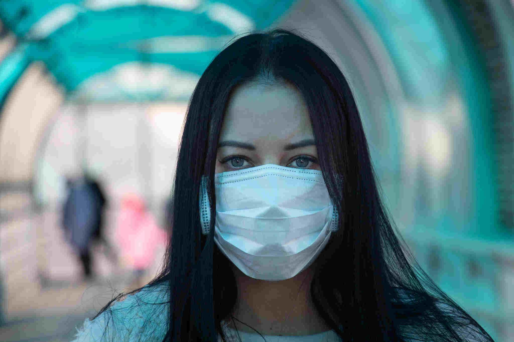 Ministerul Sănătăţii: Masca de protecţie trebuie purtată şi după administrarea celei de-a doua doze de vaccin