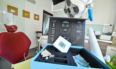 Tehnologie unică în România: Implantul dentar personalizat construit digital