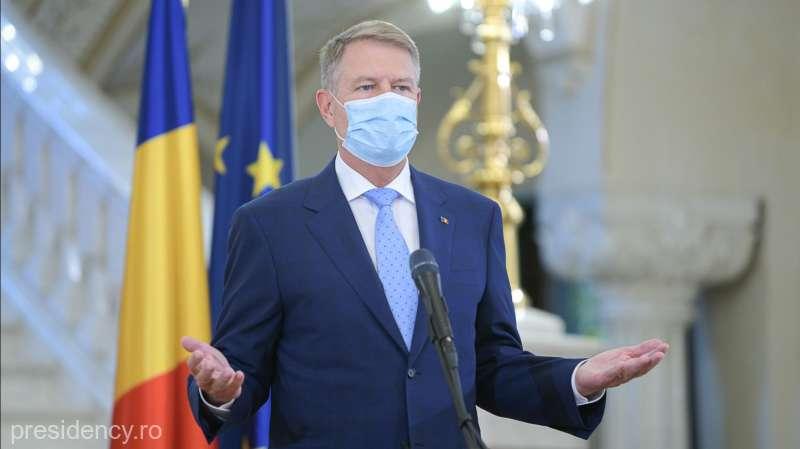 Klaus Iohannis: După data de 15 mai toată lumea va fi obligată să poarte măşti de protecţie în spaţii publice închise