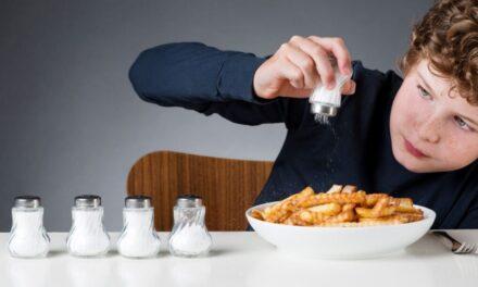 Înlocuitorul de sare, cu conținut scăzut de sodiu, previne accidentul vascular cerebral