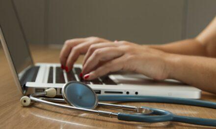 Peste 50% din spitalele din SUA folosesc o singură soluție de Gestiune a Informației. Află de ce