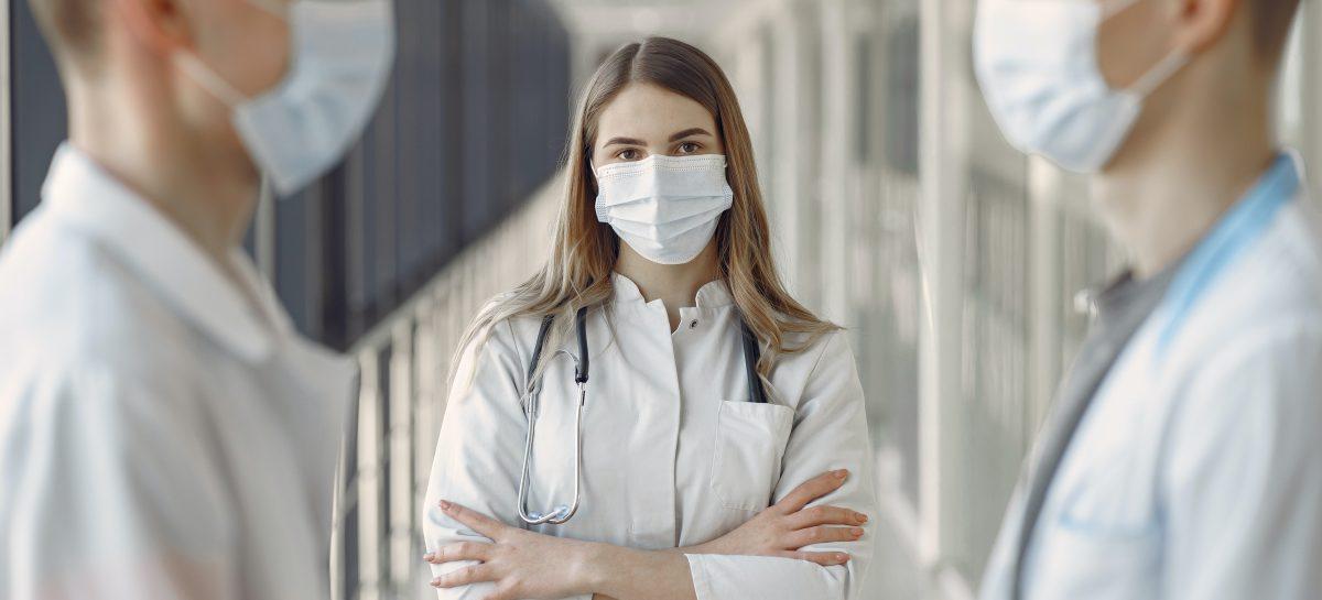 Constanţa: De la debutul pandemiei, au fost confirmate 81 de cazuri de infectare cu SARS-CoV-2 în rândul personalului medical din judeţ