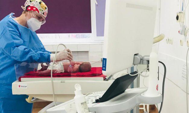 Salvaţi Copiii dotează Maternitatea Bucur cu un ecograf necesar pentru evaluarea pulmonară a nou-născuţilor