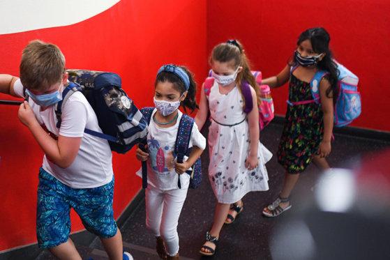 Şcoală, virus, infectare, spital. Autorităţile se pregătesc de scenariul prin care nu ar trebui să treacă niciun copil