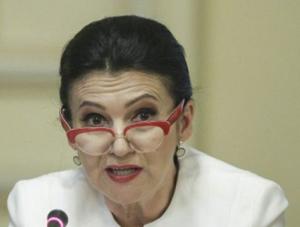 Ministrul Sorina Pintea a cerut o situaţie privind tratamentul pacienţilor cu HIV – SIDA