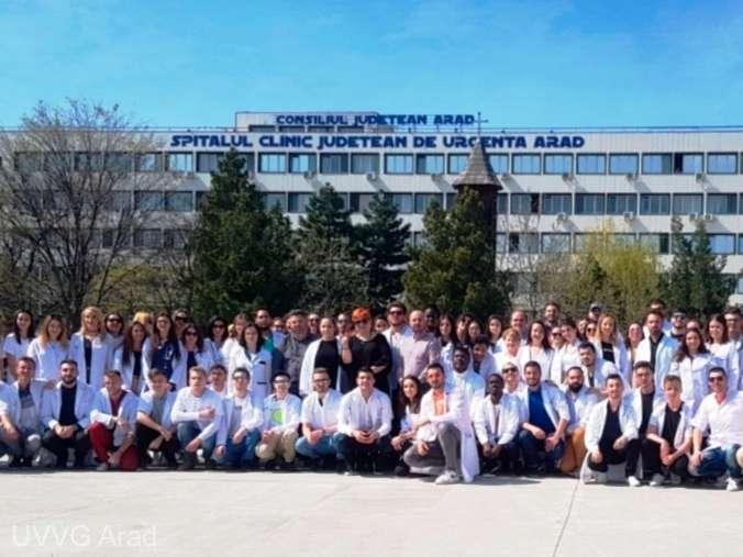 Arad: Aproximativ o sută de studenţi medicinişti s-au oferit voluntari în lupta pentru combaterea COVID-19
