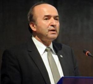 Tudorel Toader: Este necesară o codificare a legislaţiei medicale