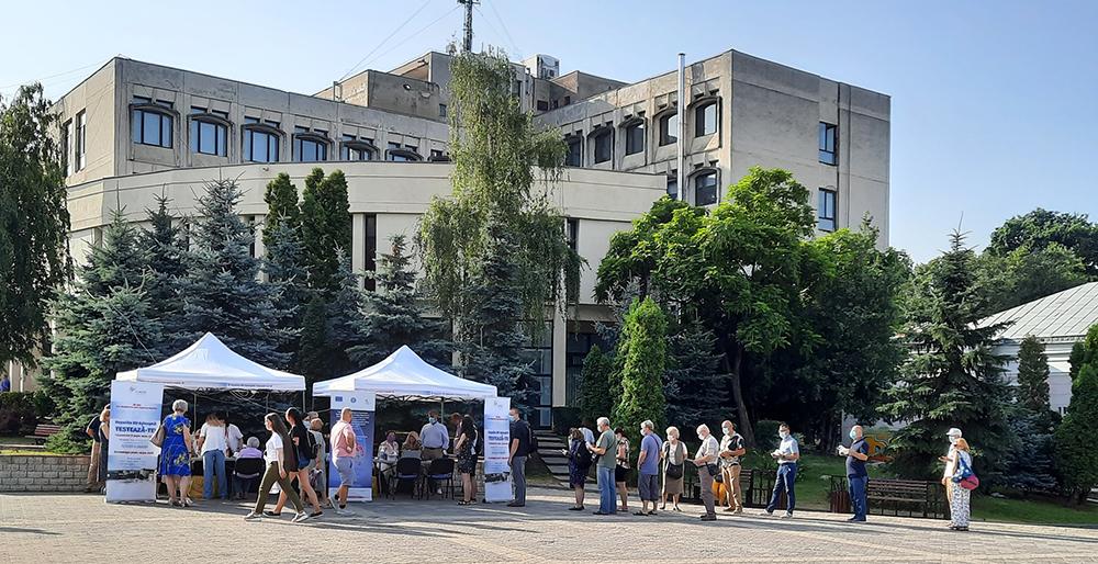 Peste 300 de persoane, testate pentru hepatita de tip B şi C, la Iași